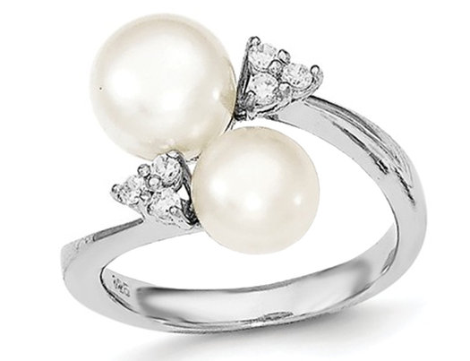 Freshwater Cultured 8mm Whte Pearl Ring in Sterling Silver with Synthetic Cubic Zirconias